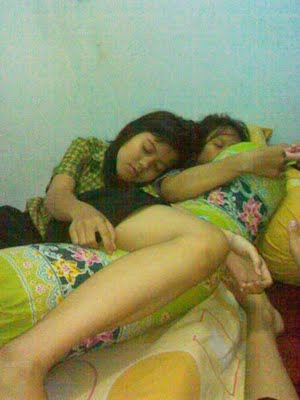 Siswi SMU tidur 3